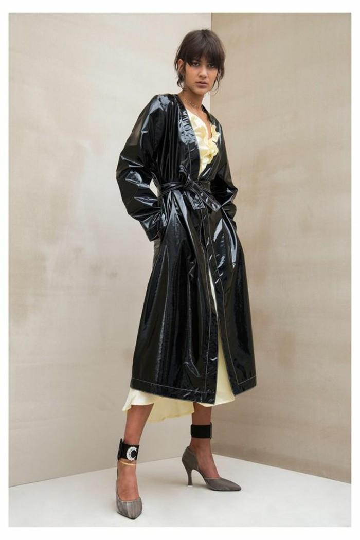 trench-femme-long-en-noir-effet-glamour