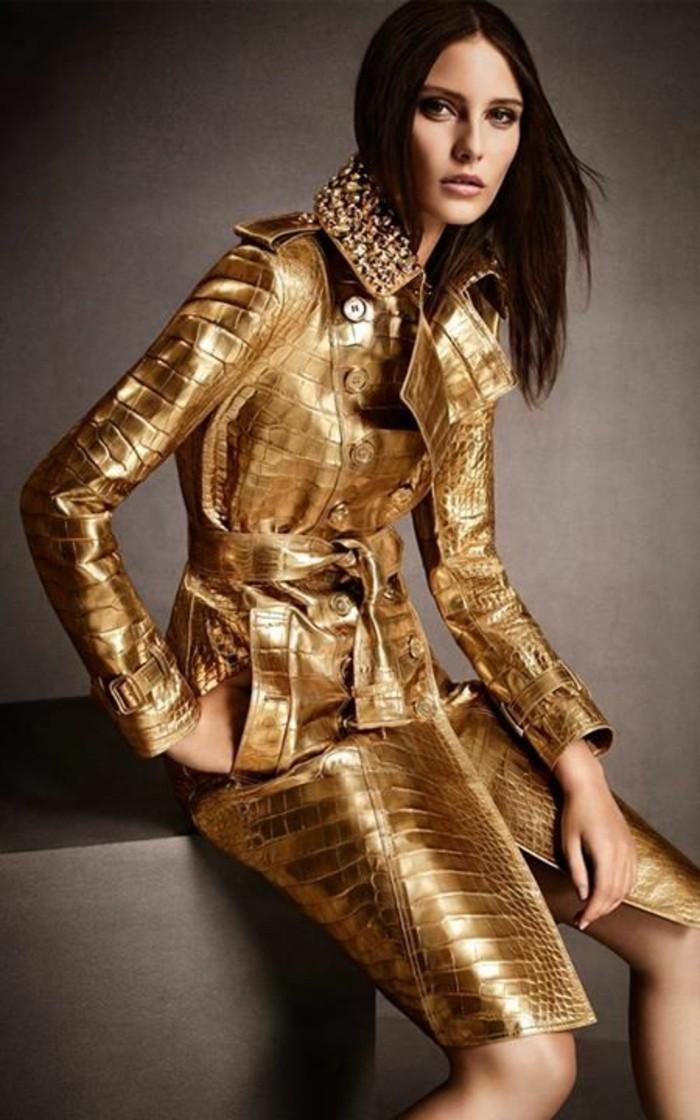 trench-femme-motifs-croco-nuances-dorées