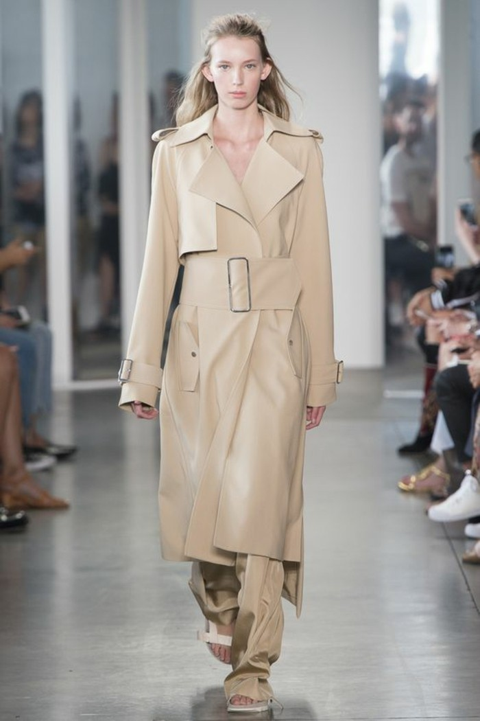 trench-femme-ready-show-de-la-collection-du-pret-à-porter