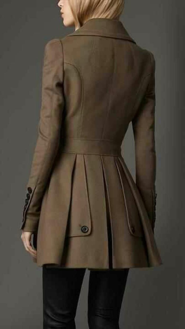 trench-femme-taille-soulignée-en-couleur-vert-clair
