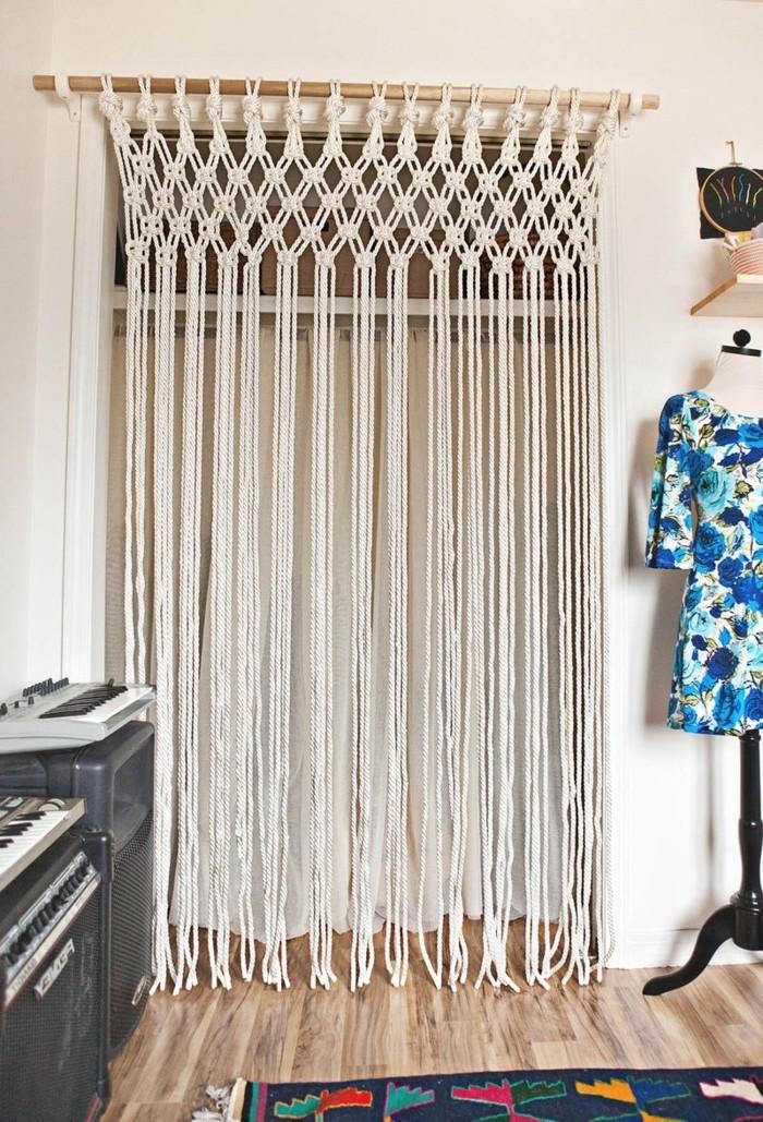 macramé technique, tuto rideau, parquet en bois, diy macramé