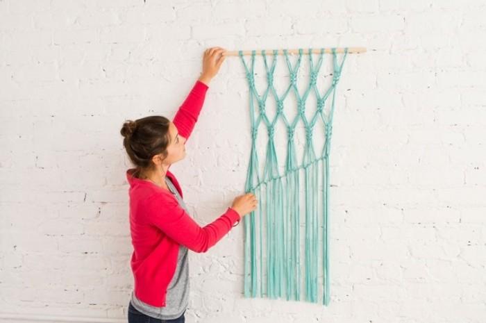 macramé technique, teinture murale en turquoise, branchette, blouse rose, diy macramé