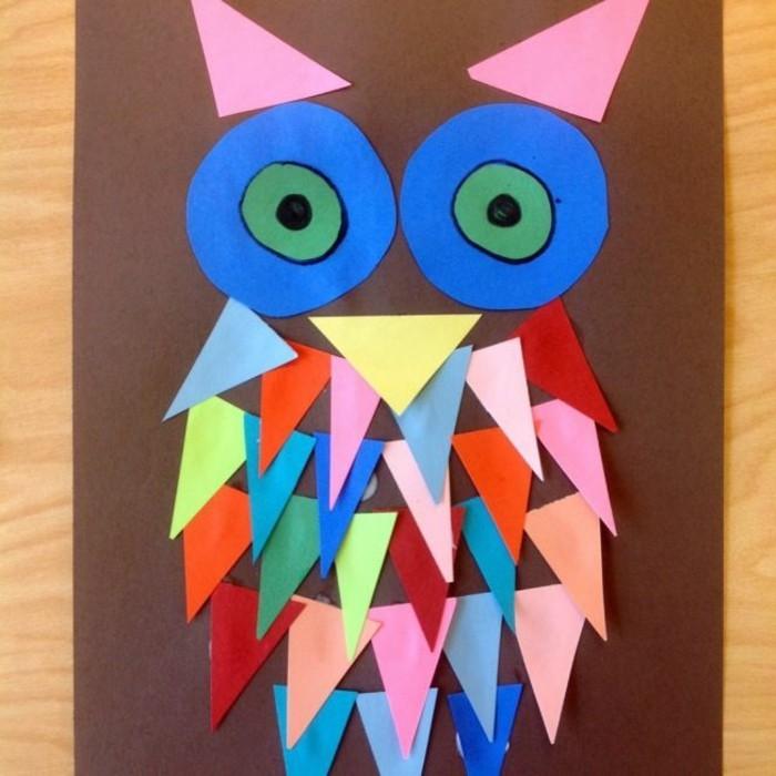 un hibou en papier, plusieurs morc eaux triangulaires et des yeux ronds, idée activité créative de maternelle