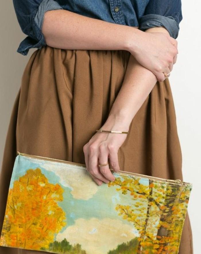 un-paysage-peint-sur-toile-diy-pochette-artistique-à-faire-soi-meme-modele-accessoire-femme-créatif