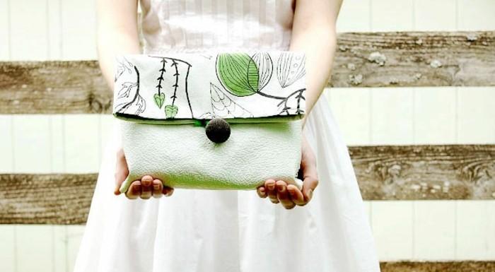 une-diy-pochette-couelur-vert-pistache-à-motifs-floraux-idée-de-pochette-femme-style-décontracté