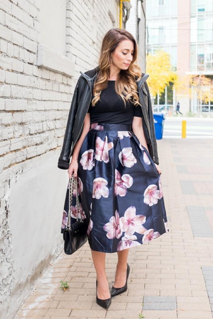 une-idée-tenue-femme-comment-bien-s-habiller-femme-jupe-midi