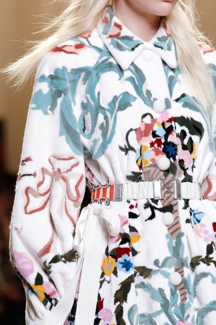 veste femme printemps féerie de couleurs sur fond blanc