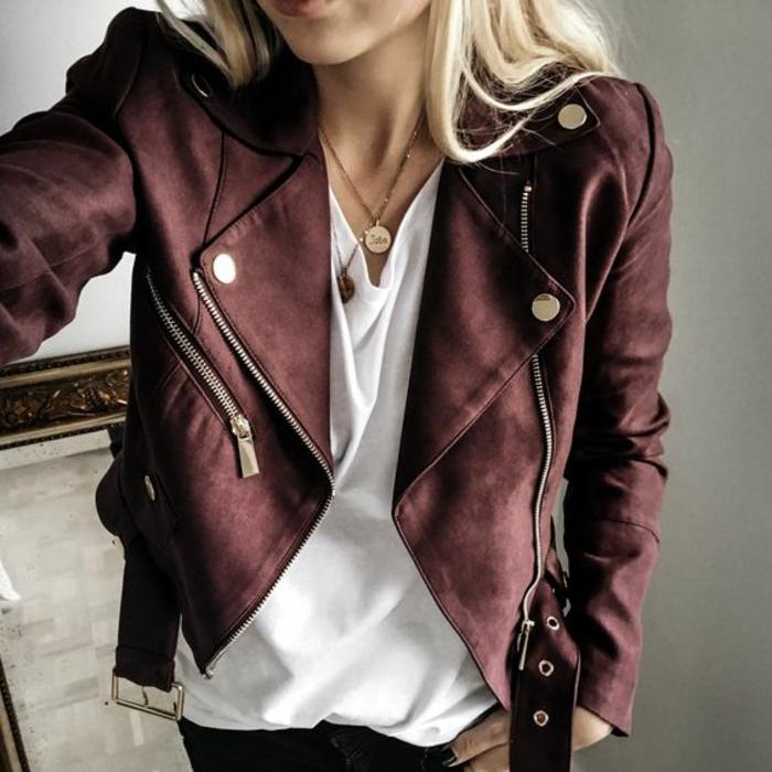 veste bordeaux femme courte avec fermeture éclair et éléments décoratifs en métal