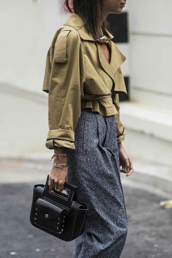 veste de printemps femme en beige très courte