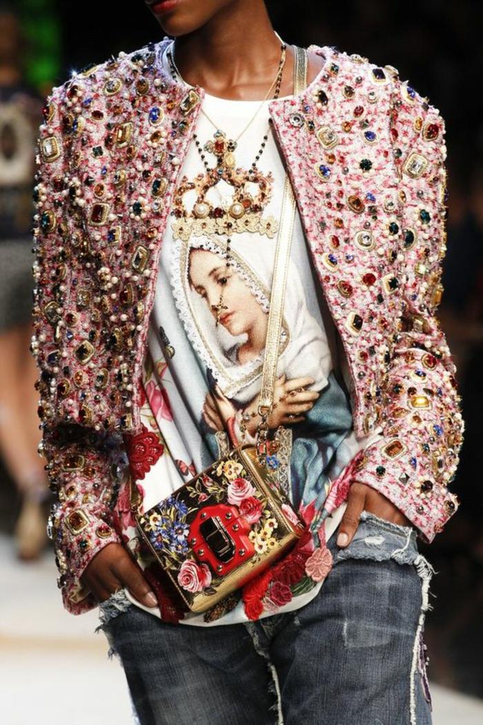 veste femme rose avec des pierres synthétiques colorées