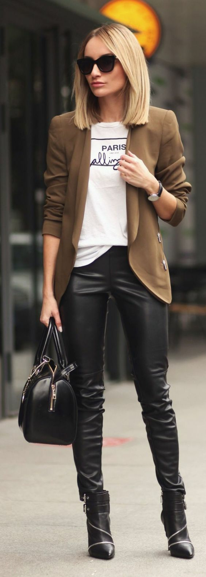 veste-kaki-legging-cuir-femme-blouse-imprimée
