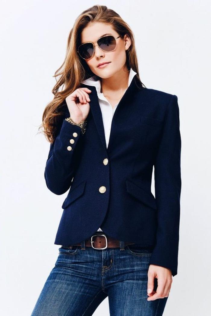 veste de printemps femme bleu marine trois boutons sur les manches