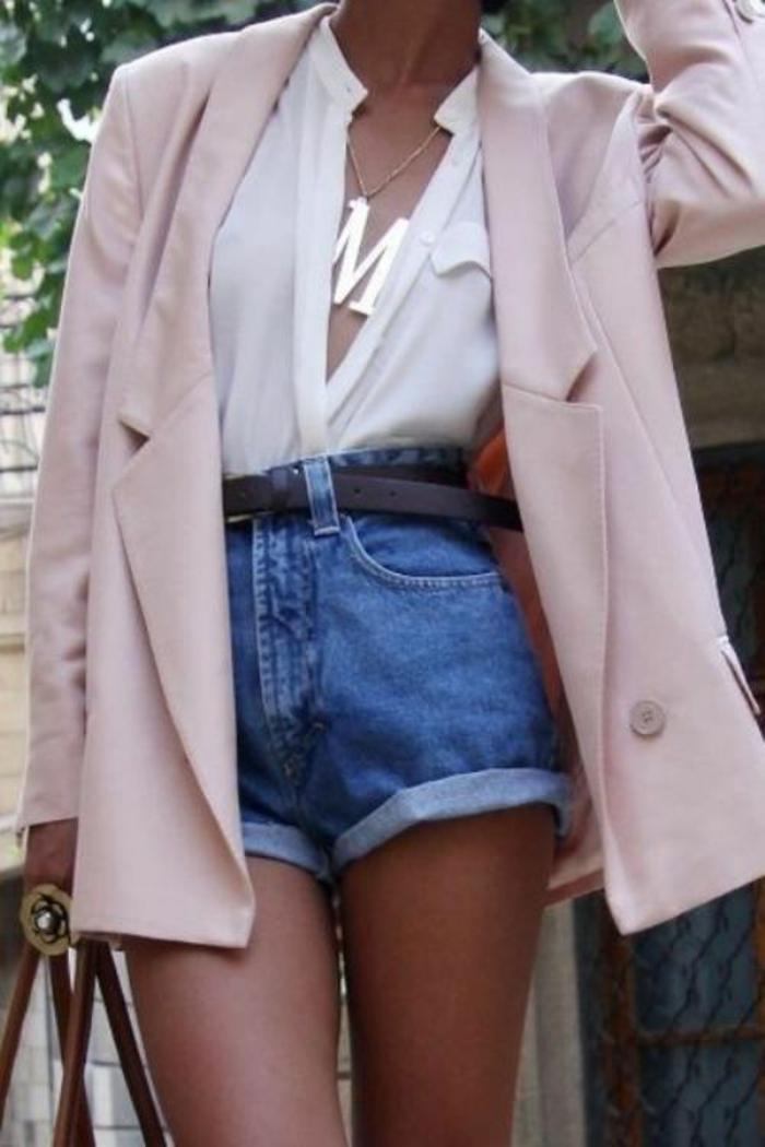 veste femme rose légère avec blouse blanche