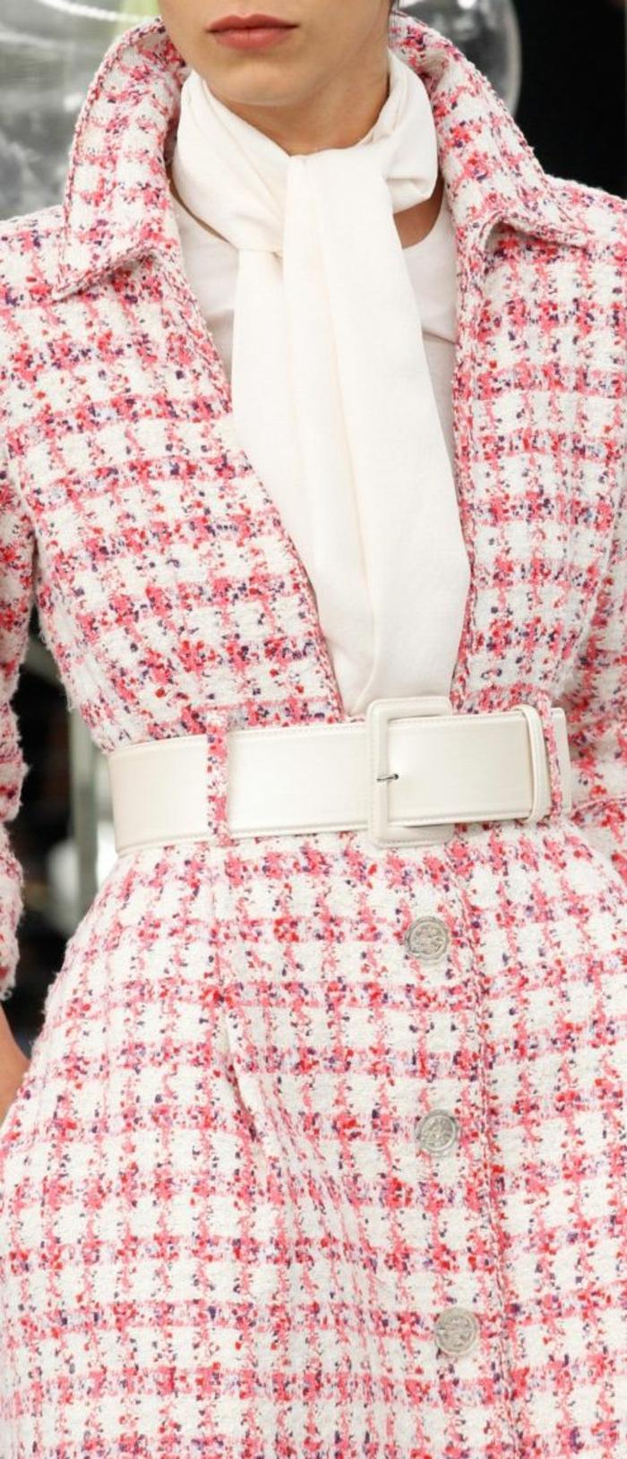 veste femme printemps Chanel blanc et rose avec large ceinture blanche