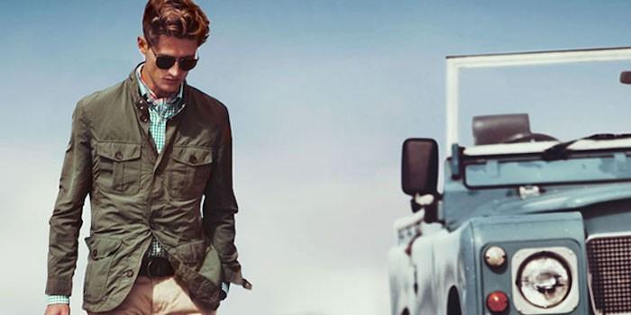 veste saharienne style safari jacket kaki dans le désert