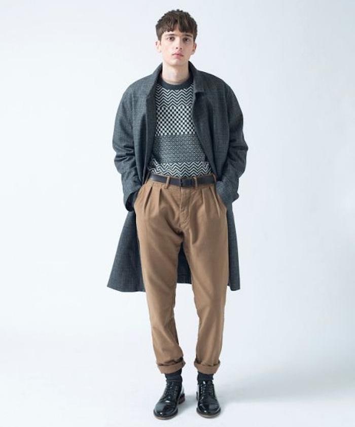 pantalon chino large style année 90 avec long manteau en laine vintage