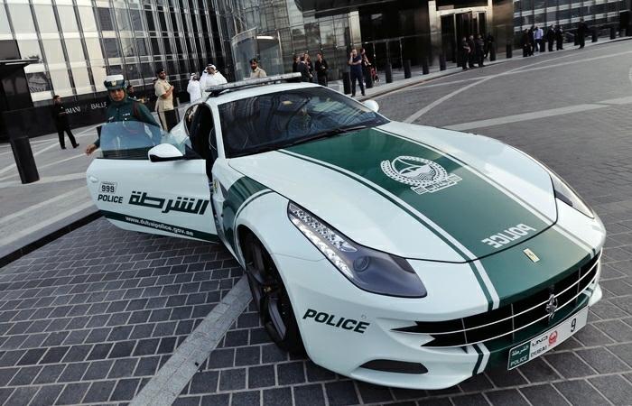 voiture-de-police-a-dubai-forces-de-l'ordre-modèle-de-luxe