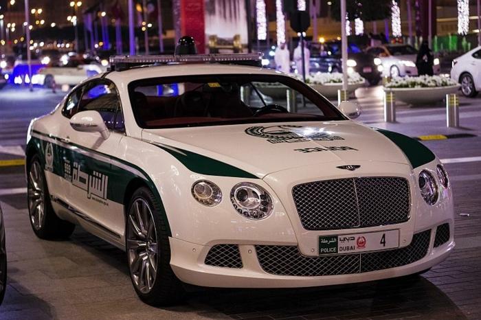 voiture-de-police-dubai-Bentley-Continental-GT-modèle-blanc