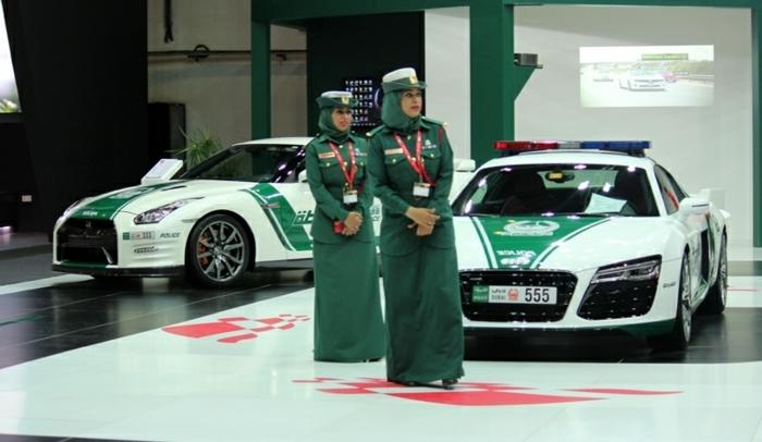 voiture-de-police-dubai-exposition-des-véhicules-forces-de-l'ordre