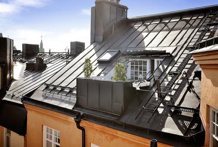 vue de l'exterieur, terrasse tropézienne combles, plantes, petite terrasse dans les combles, vue urbaine