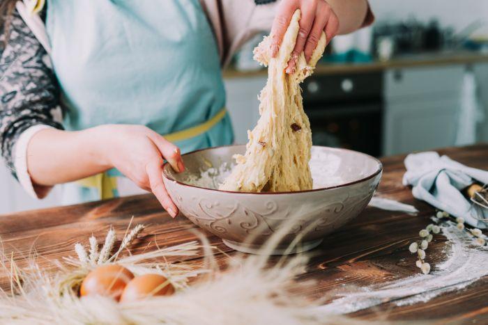 recette brioche facile, comment faire une pâte à brioche de pâques soi meme aux raisins secs