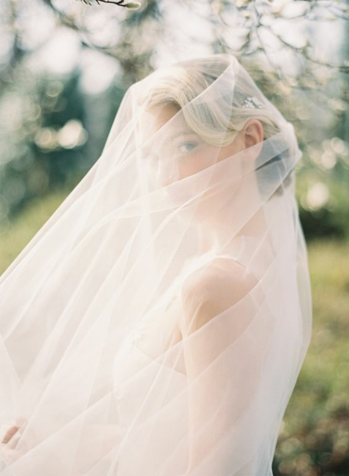 une robe de mariée voilée, adopter une vision romantique avec un voile nuptial long