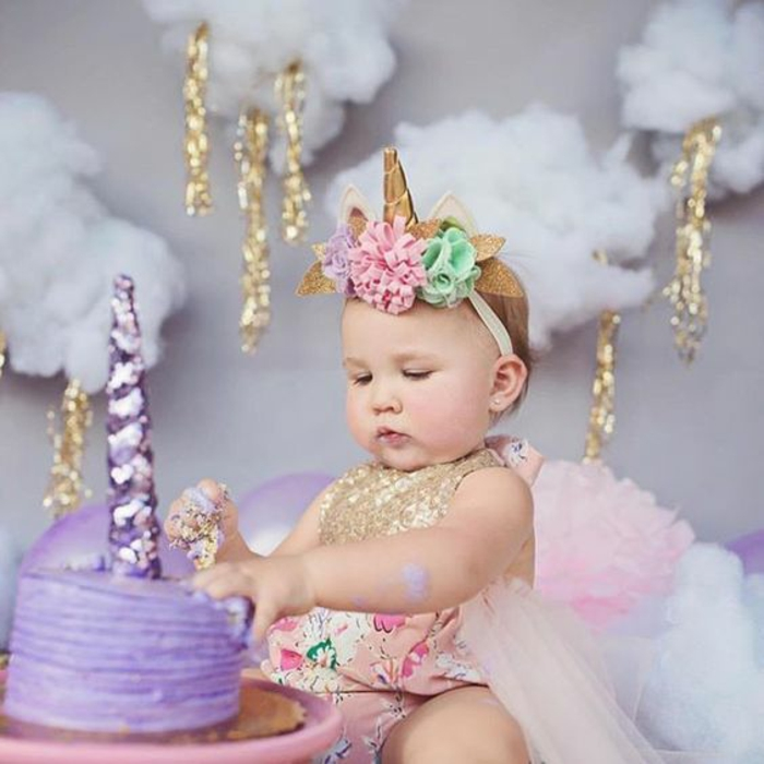 Adorable photo bébé et gâteau violet unicorne, le gateau licorne original