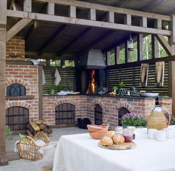 une cuisine d'été couverte de style champêtre, abri solide en bois