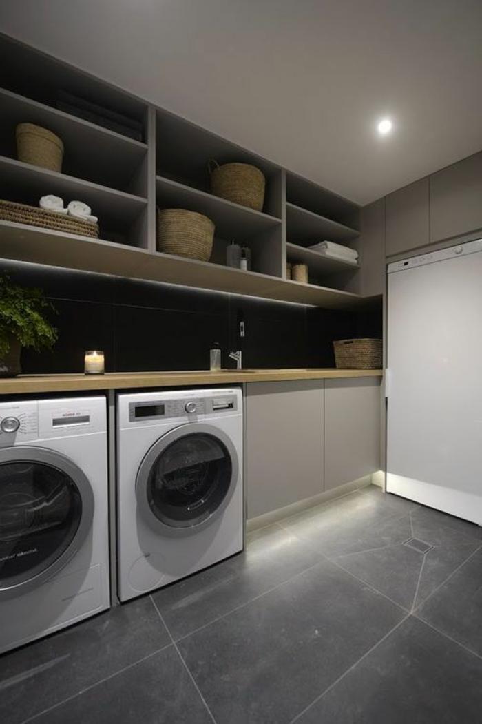 aménager sa buanderie, étagères en hauteur, lave-linge et sèche linge