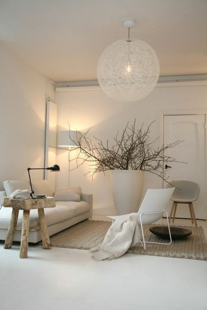interesting appartement minimaliste plafonnier boule blanc petite table en bois sofa bas with. Black Bedroom Furniture Sets. Home Design Ideas