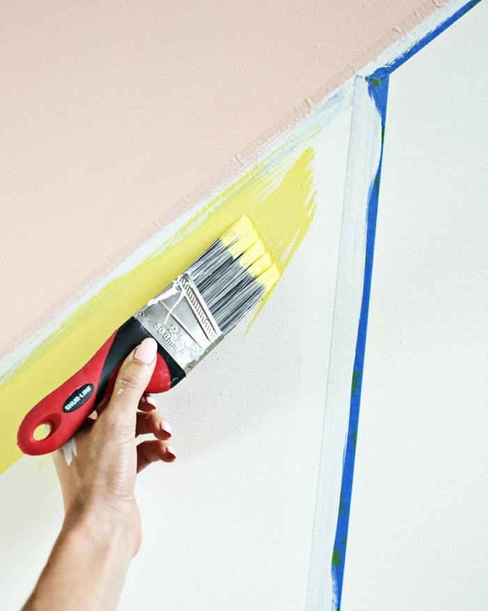 diy facile toile, motifs géométriques, peinture, couleurs diverses, jaune, rose, bleu, idée creation deco murale à faire soi meme