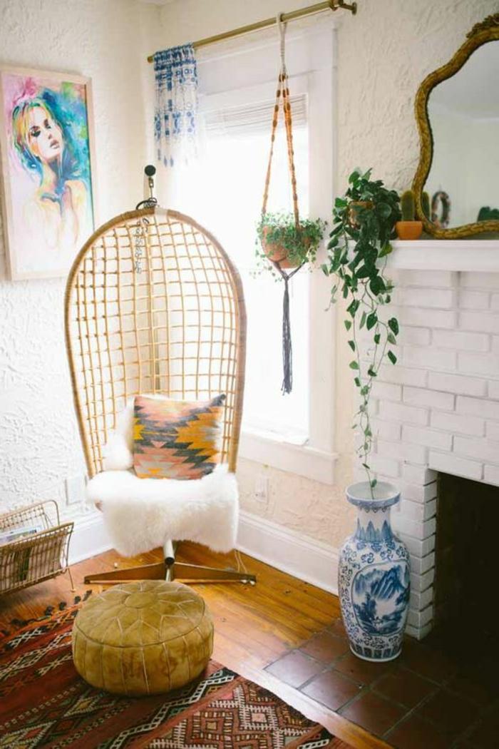 balançoire d intérieur, chaise oeuf en rotin, plantes vertes et carrelage blanc