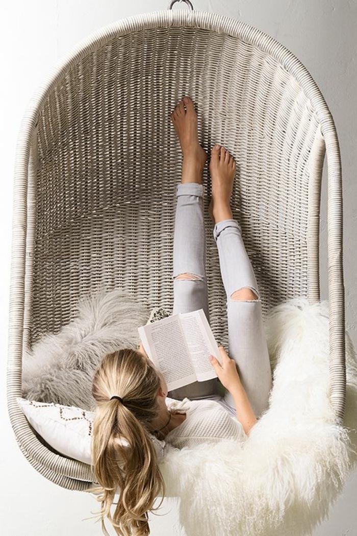 balançoire d intérieur, cocon tressé en résine, un lit berçant suspendu