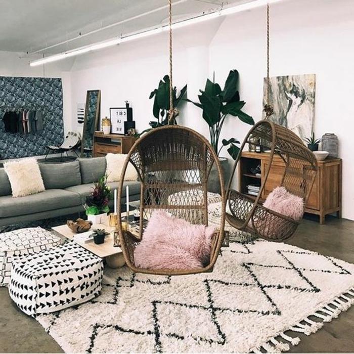 balancoire adulte, tapis marocain et coussins de sol, deux chaises oeuf et soga gris