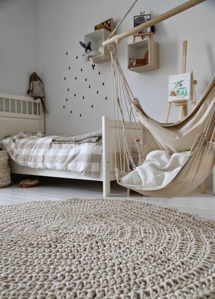 balancoire adulte, hamac suspendu blanc, tapis crochetén chambre d'enfant en couleurs claires