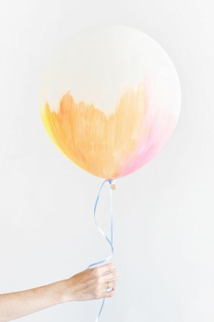 des ballons aux couleurs pastels, décoration baby shower réalisée avec des ballons et aquarelle