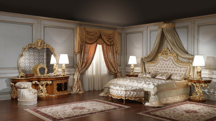 meubles de charme, parquet en bois foncé, plafond noir, rideaux longs, deco baroque