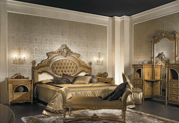 deco baroque, papier peint à motifs floraux, plafond noir, lit baroque, meubles de charme