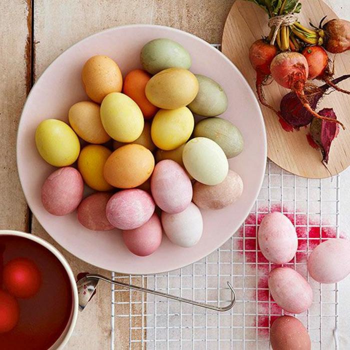 Chasse aux oeufs de pâques décorés faire soi meme colorés naturellement oeufs