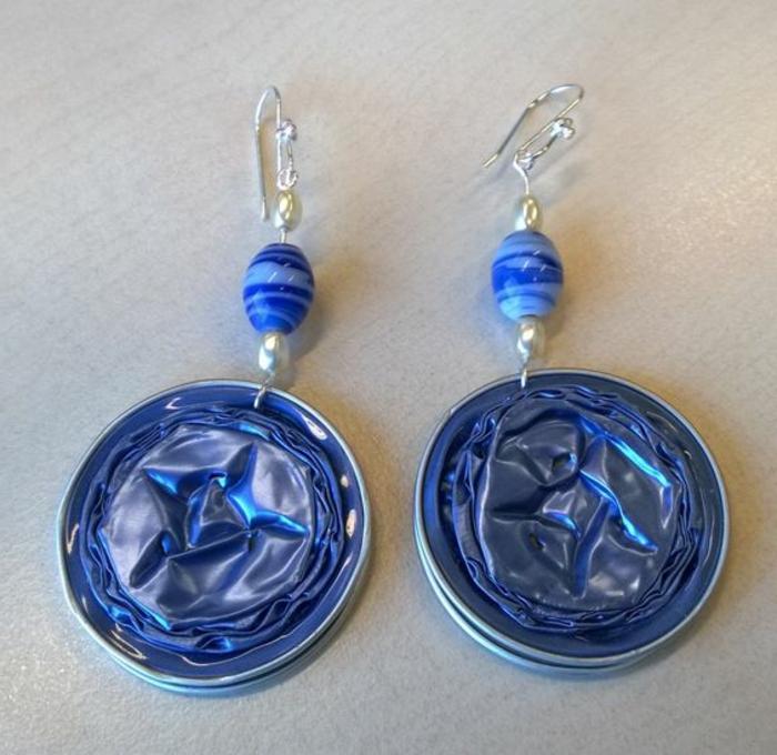 bijoux avec capsules nespresso, boucles d'oreilles bleues