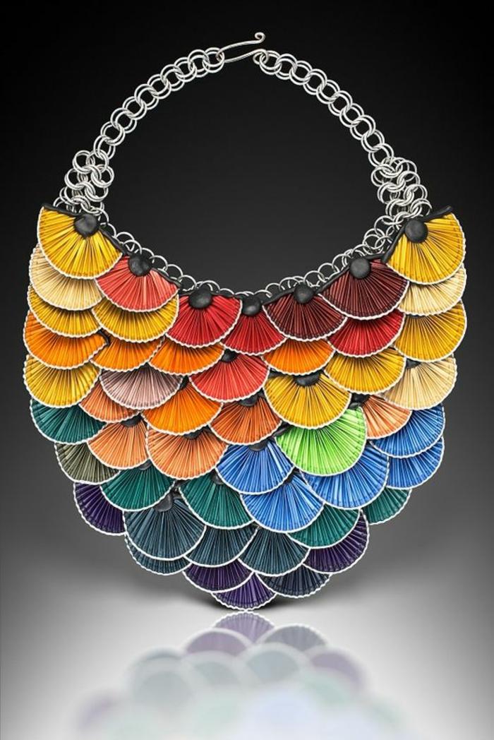 bijoux avec capsules nespresso, collier statement en capsules pliées