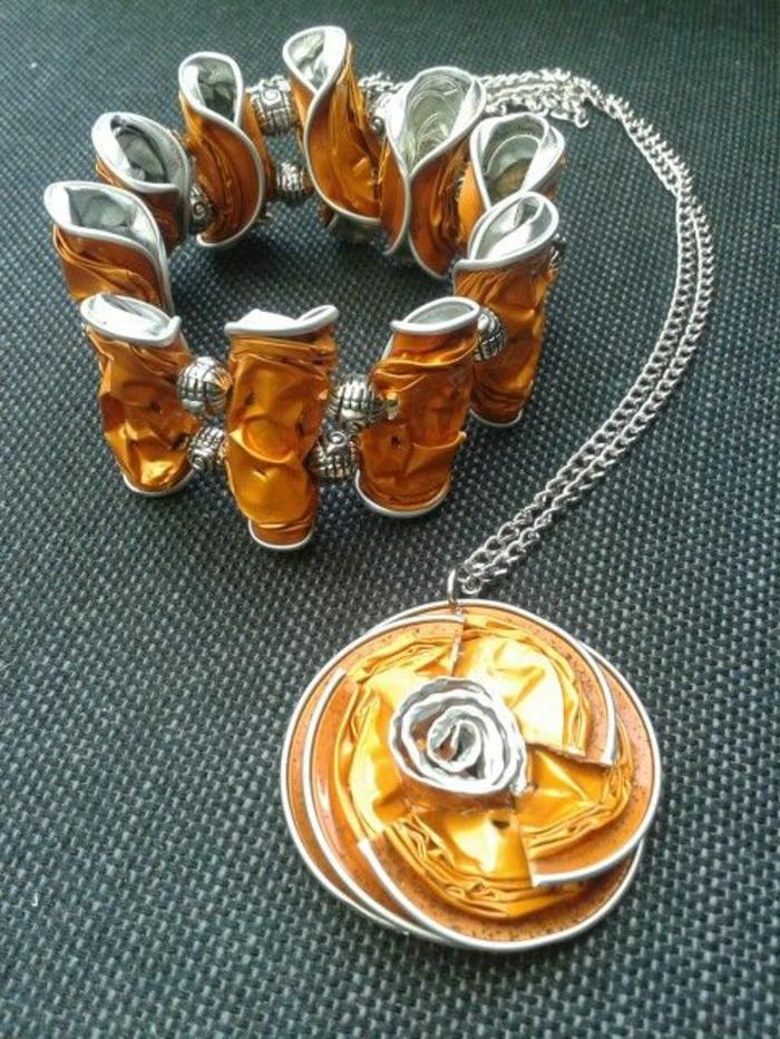 bijoux avec capsules nespresso, bracelet et collier avec pendentif