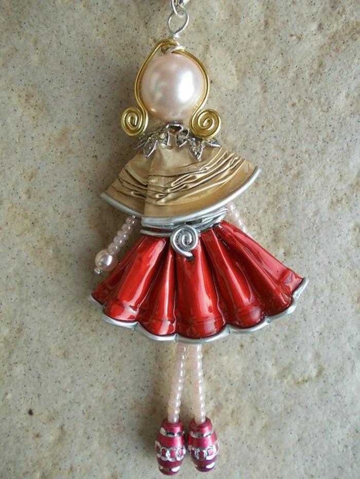 bijoux capsule nespresso, pendentif fille en jupe