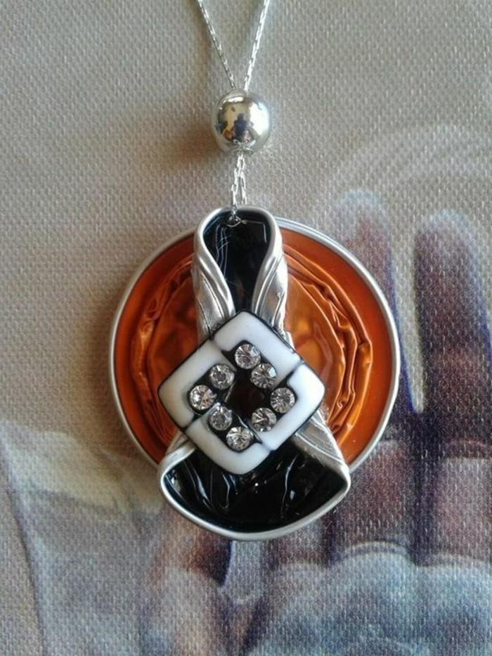 bijoux en capsules nespresso, collier avec pendentif