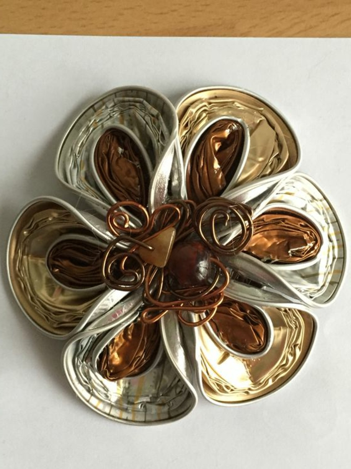 bijoux en capsules nespresso, pierres et fil métallique tordu