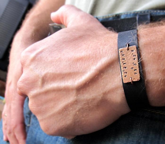 bracelet homme gravé en cuir noir