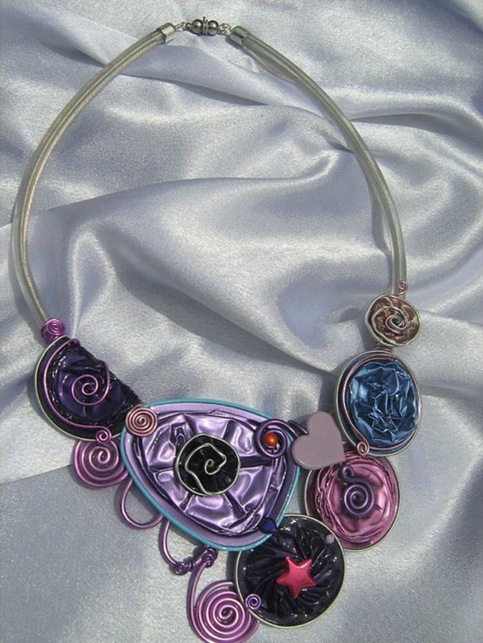 bijoux nespresso, collier artistiques avec plusieurs capsules