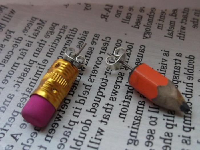 boucle d'oreillle diy en matériaux extravagants