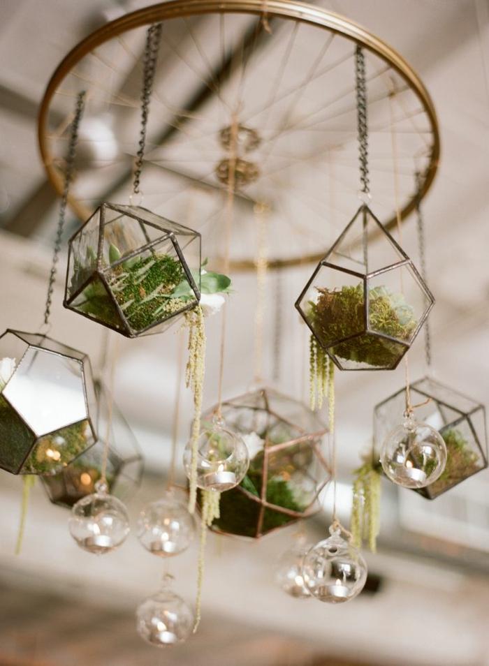 jardin miniature, lustre avec terrariums, boules en verre à suspendre, diy décoration
