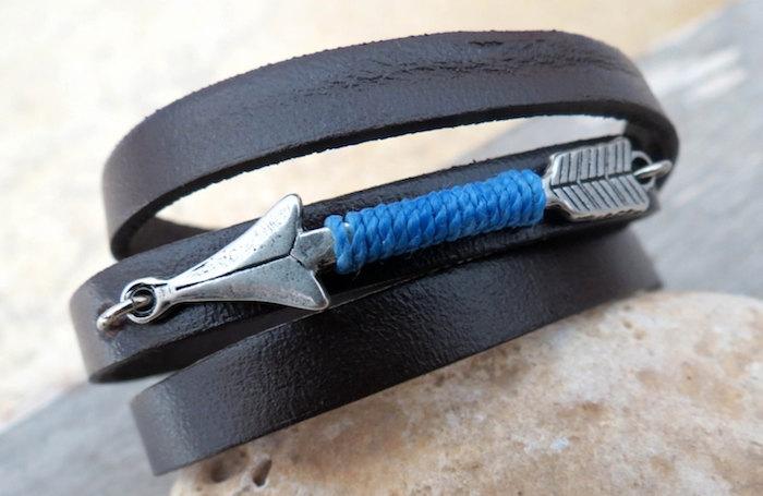 bracelet cuir pour homme noir avec fleche en argent